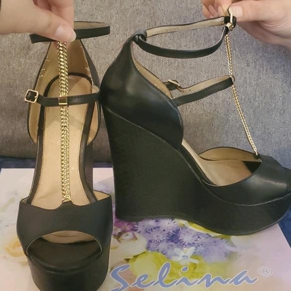 Aldo Wedge heel